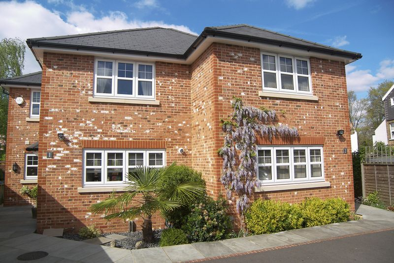 3 Bedrooms Semi Detached House for sale in Station Cottages, Claygate
