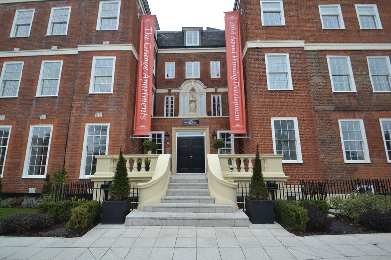 2 Bedrooms Flat for sale in Plaistow Lane, Bromley