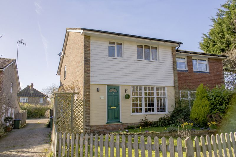 3 Bedrooms Semi Detached House for sale in London Road, Washington