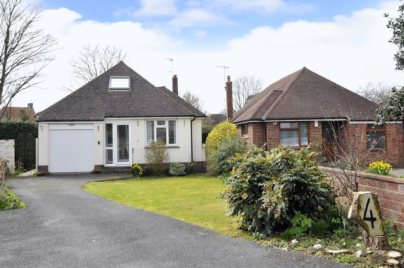 4 Bedrooms Bungalow for sale in Hall Close, Worthing