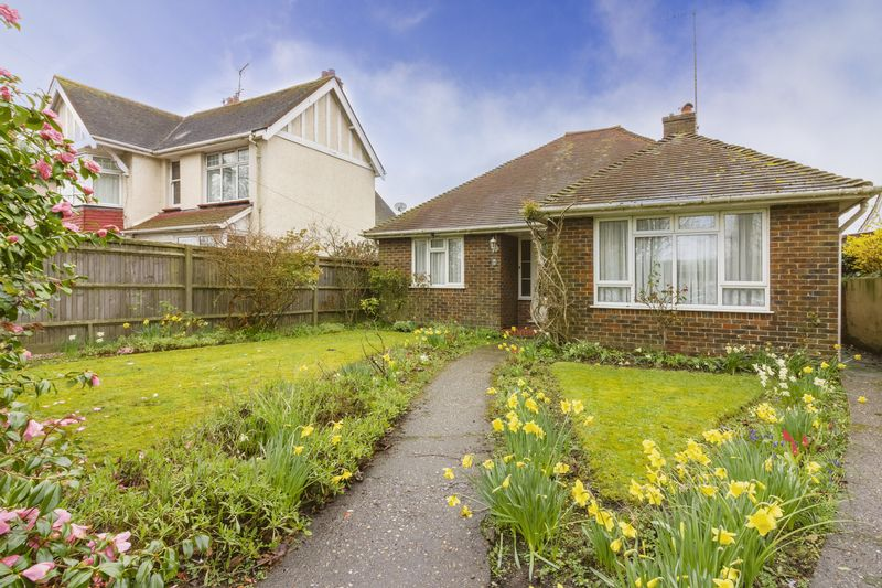 2 Bedrooms Bungalow for sale in Chesswood Road, Worthing