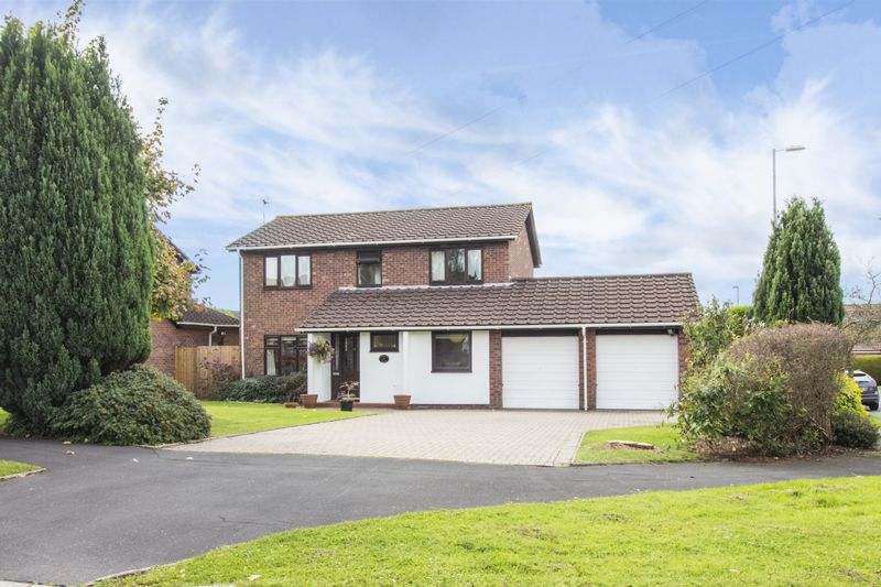 4 Bedrooms Property for sale in Holland Close Rogerstone, Newport