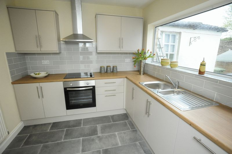 3 Bedrooms Terraced House for sale in 34 Heathfield Gardens, Stourbridge