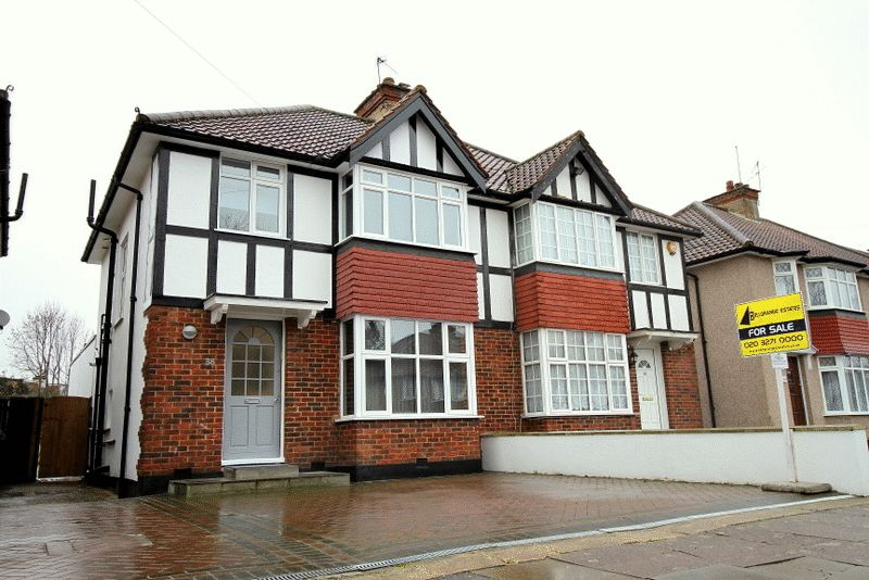 4 Bedrooms Semi Detached House for sale in Farm Road, EDGWARE, Middlesex, HA8 9LT