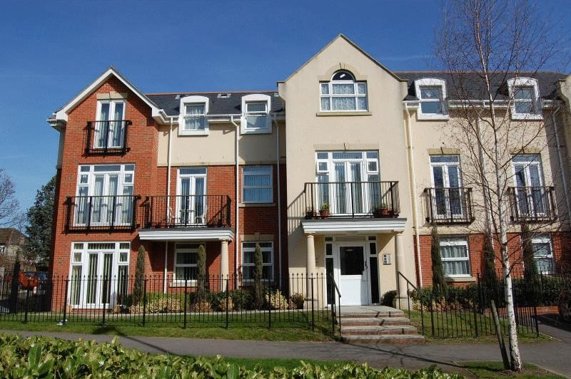 1 Bedroom Flat for sale in Mayfair Court, Stonegrove, Edgware, Middlesex, HA8 7UH