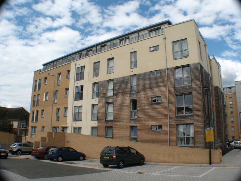1 Bedroom Flat for sale in Domus Court, Fortune Avenue, EDGWARE, Middlesex, HA8 0FJ