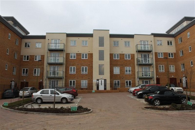 2 Bedrooms Flat for sale in Lockwood Court, Todd Close, BOREHAMWOOD, Hertfordshire, WD6 1GD