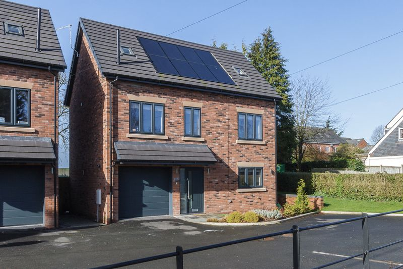 4 Bedrooms Detached House for sale in London Road, Woore, Crewe