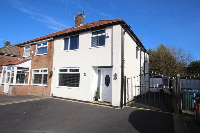 4 Bedrooms Semi Detached House for sale in Hardfield Road, Alkrington, Middleton, Manchester M24 1JH