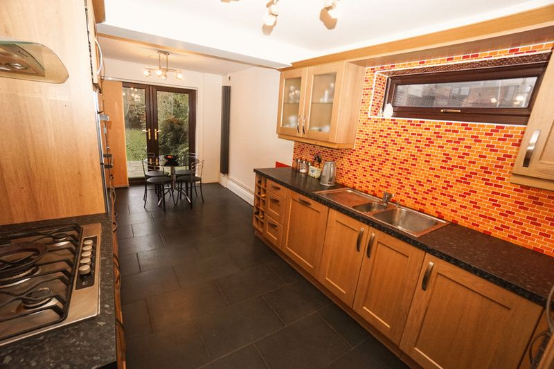 5 Bedrooms Detached House for sale in Evanstone Close, Horwich
