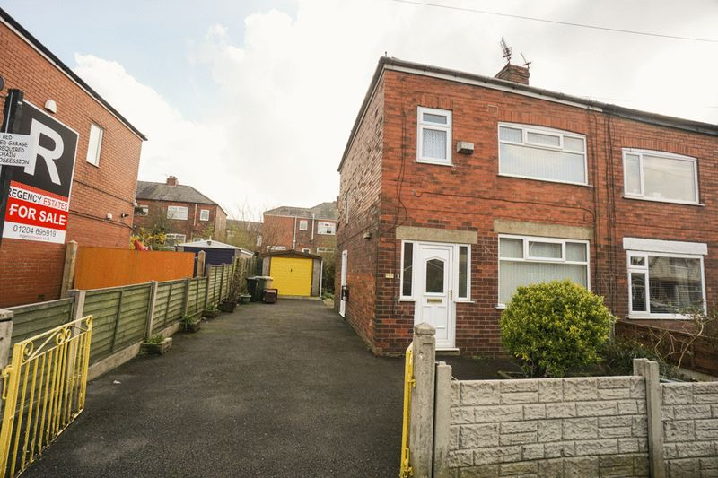 3 Bedrooms Semi Detached House for sale in Oxford Road, Lostock