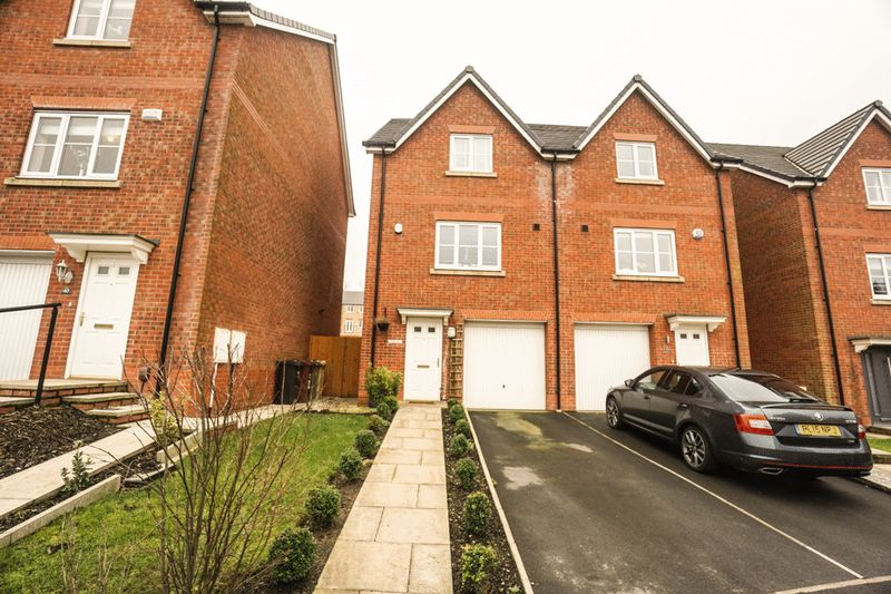 3 Bedrooms Semi Detached House for sale in Harrier Close, Lostock