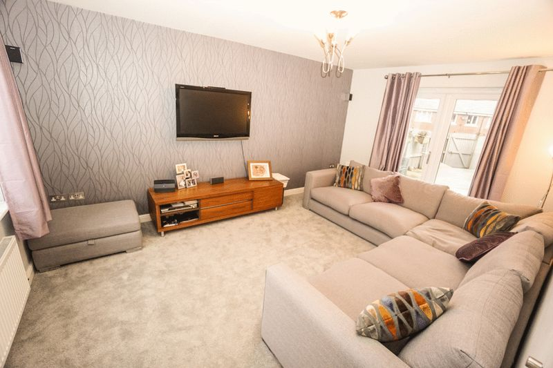 3 Bedrooms Terraced House for sale in Gifford Way, Darwen