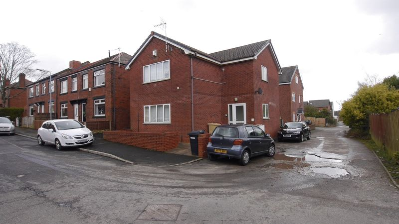 2 Bedrooms Flat for sale in Travers Street, Horwich