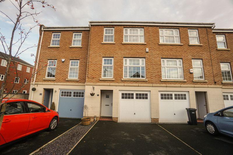 3 Bedrooms Terraced House for sale in Hazel Pear Close, Horwich