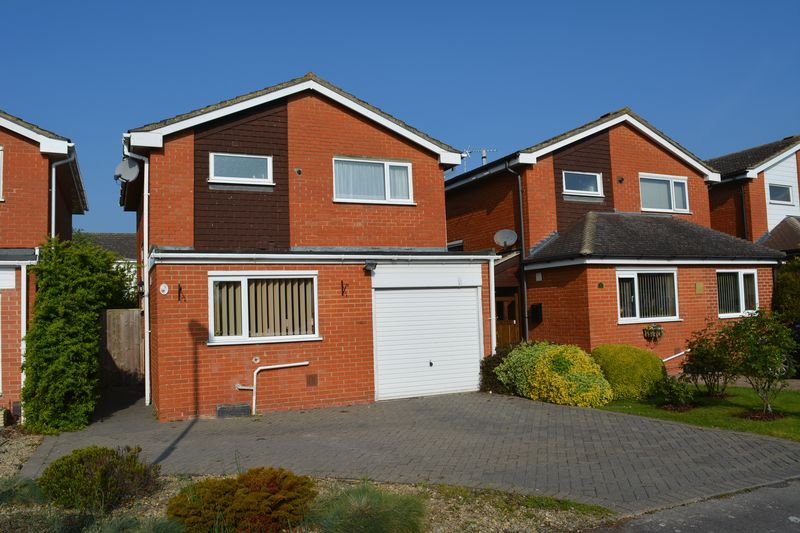 3 Bedrooms Detached House for sale in Barbury Drive, Grove