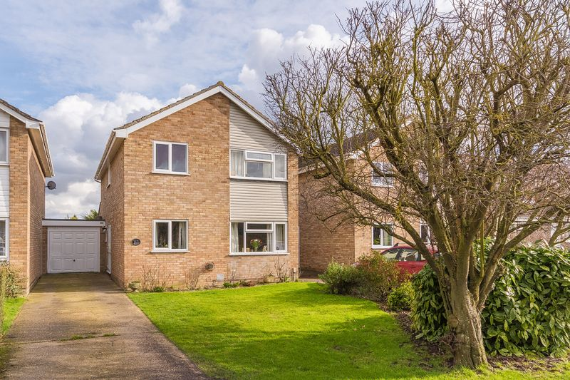 4 Bedrooms Detached House for sale in Fairfield Close, Grove