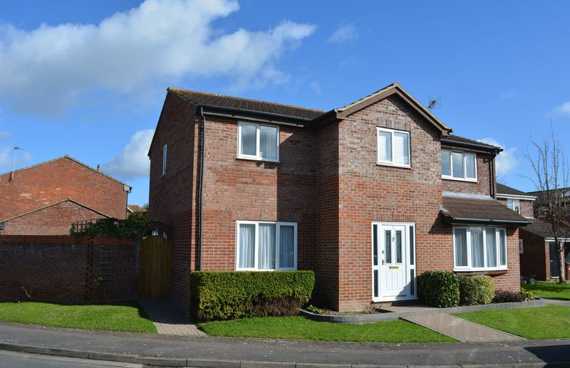 4 Bedrooms Detached House for sale in Hunters Close, Grove