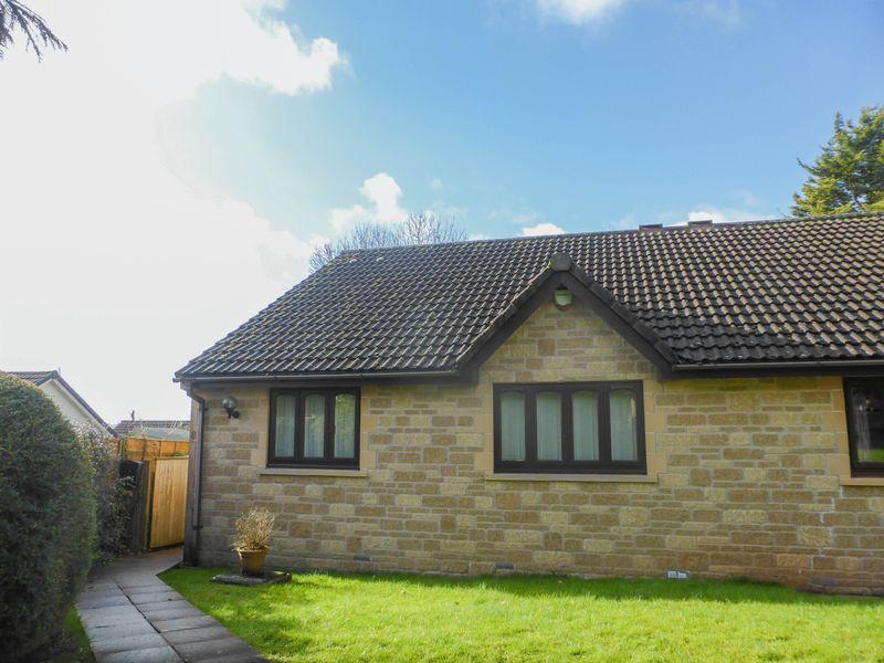 2 Bedrooms Semi Detached Bungalow for sale in Singleton Court, Wells