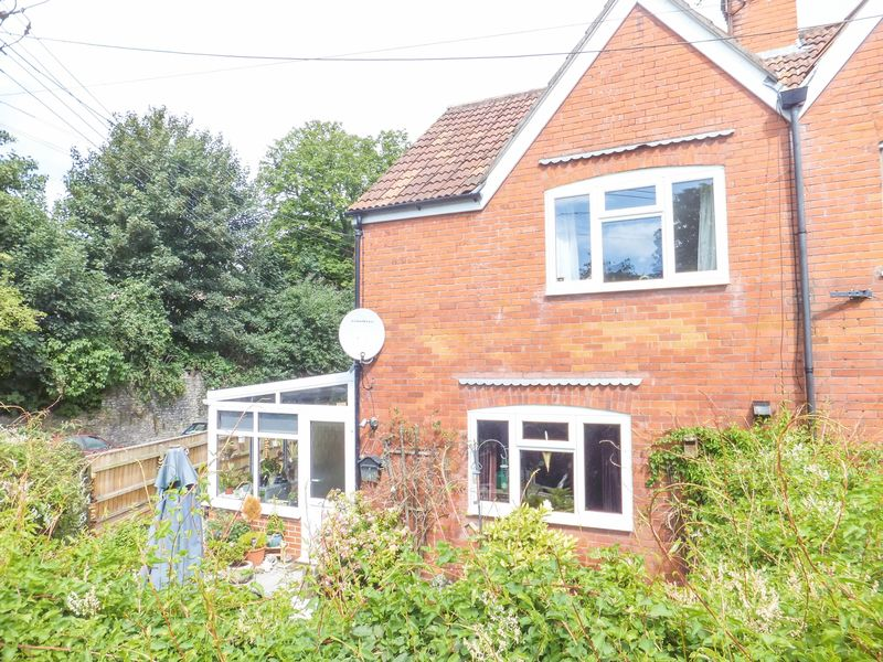 3 Bedrooms Semi Detached House for sale in Extended 3 bedroom Family Home.