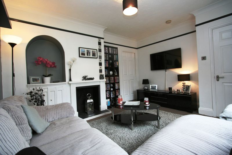 3 Bedrooms Terraced House for sale in Pinewood Square, St Athan