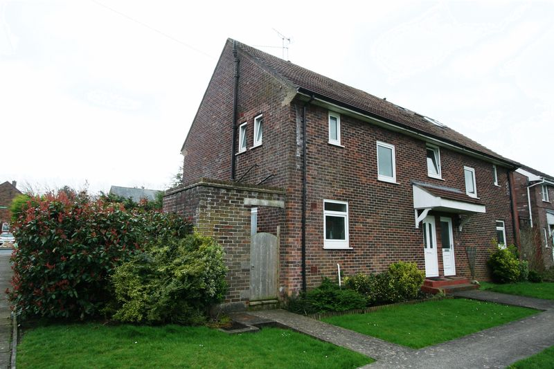 3 Bedrooms Semi Detached House for sale in Cedar Road, St Athan
