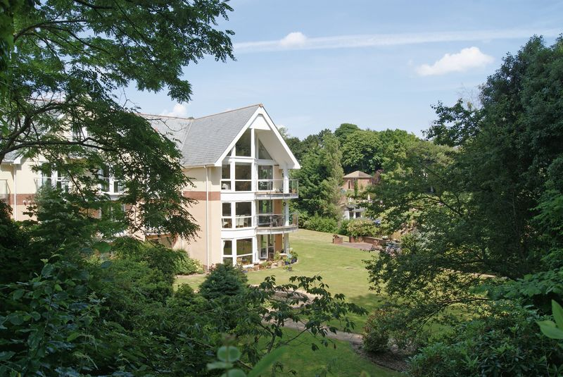 3 Bedrooms Flat for sale in Utterly stunning, 2 storey 3 bed apartment with sea views and garage - no chain