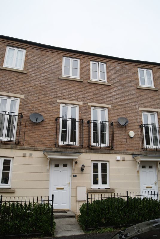 3 Bedrooms Terraced House for rent in Fleming Way, Exeter