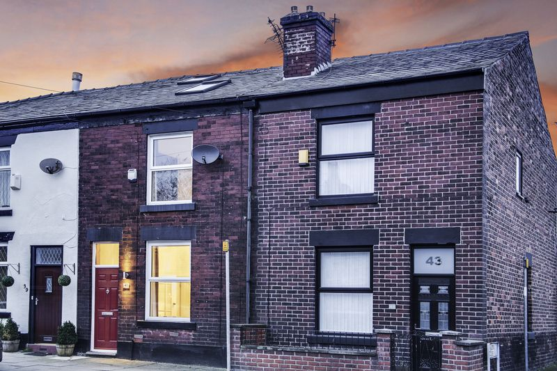 3 Bedrooms Terraced House for sale in Church Street, Bolton