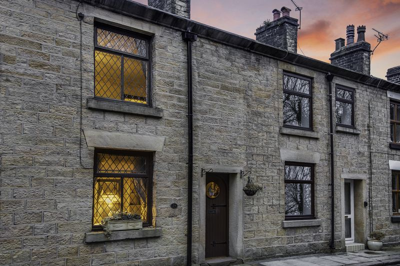 2 Bedrooms Terraced House for sale in School Street, Bolton