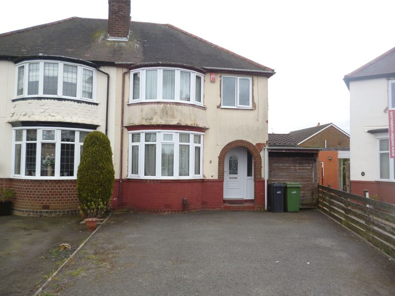4 Bedrooms Semi Detached House for sale in Graham Rd, Halesowen B62 - 4 Bedroom Semi, Garage & driveway