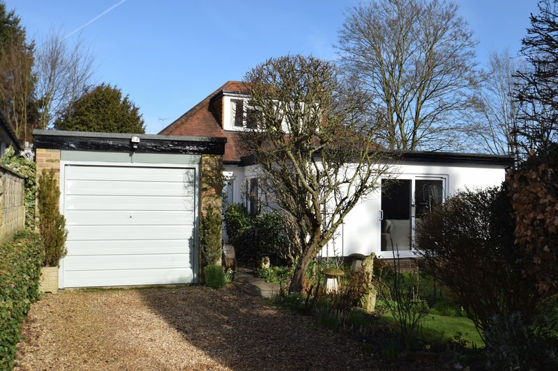 3 Bedrooms Detached Bungalow for sale in Hampden Road, Chalfont St Peter