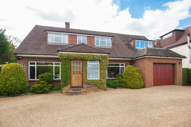 4 Bedrooms Detached House for sale in Grove Lane, Chalfont St Peter
