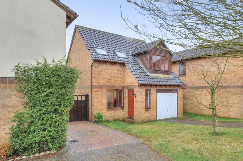 3 Bedrooms Detached House for sale in Lime Crescent, Bicester
