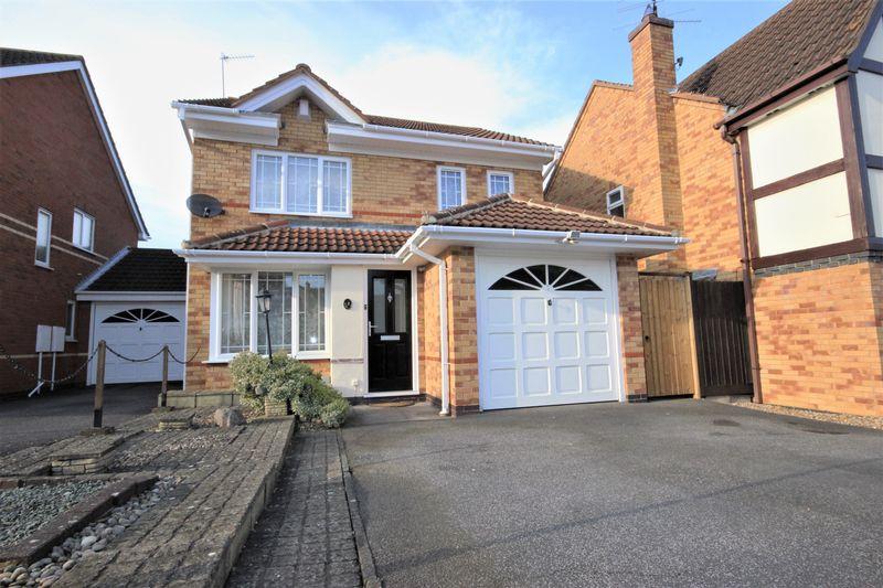 3 Bedrooms Detached House for sale in Batcheldor Gardens, Bromham, Bedford