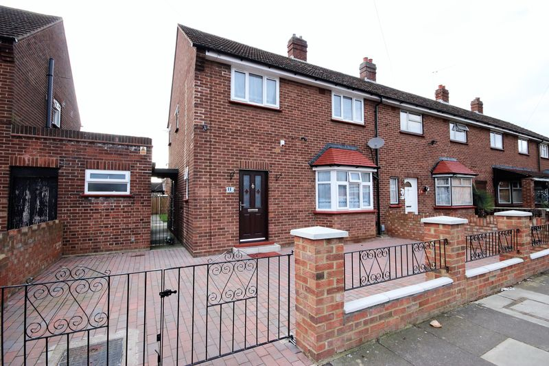 3 Bedrooms Terraced House for sale in Mowbray Road, Bedford