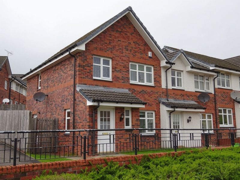 3 Bedrooms Terraced House for sale in Whiteford Avenue, Dumbarton