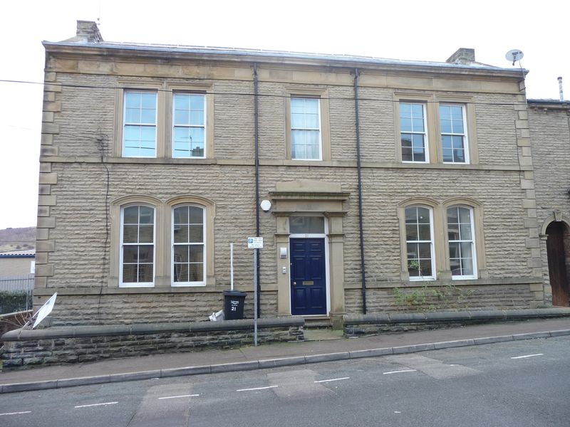 2 Bedrooms Flat for sale in Catherine Street, Elland