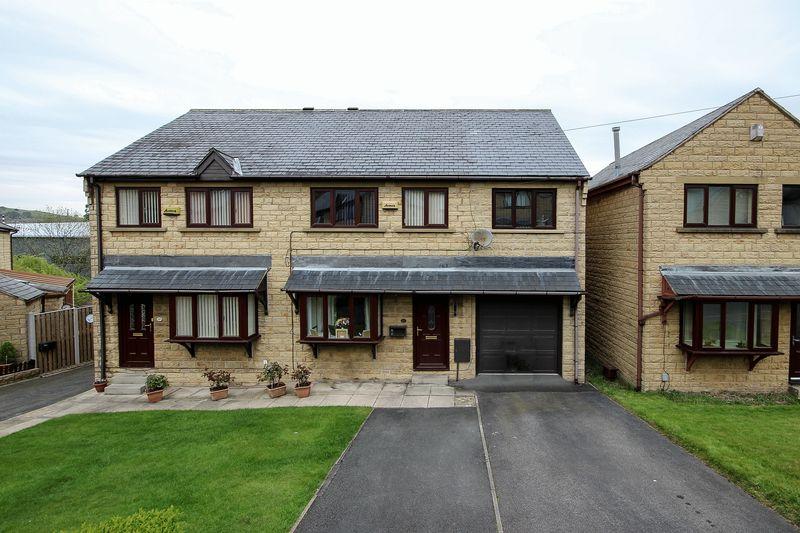 4 Bedrooms Semi Detached House for sale in Caldercroft, Elland