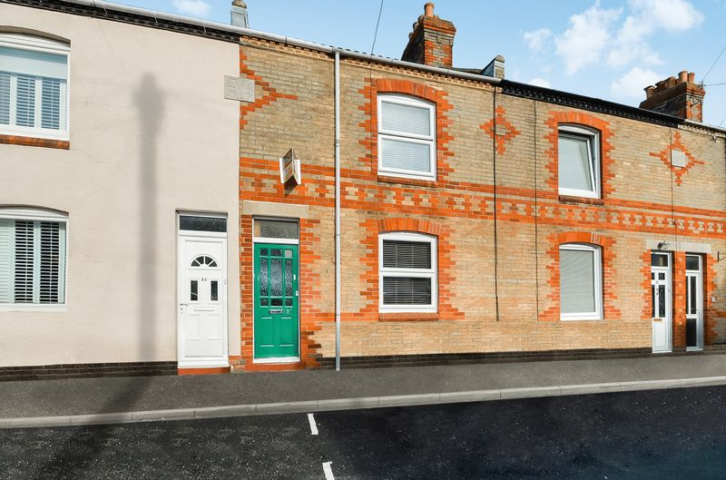 2 Bedrooms Terraced House for sale in Holly Road, Weymouth