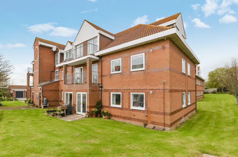 2 Bedrooms Flat for sale in Keast Court, Heron Close, Weymouth