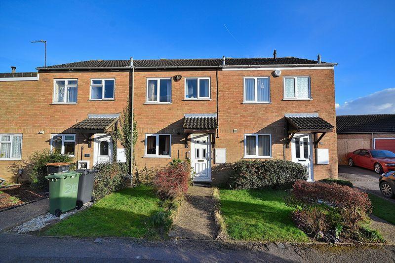 2 Bedrooms Terraced House for sale in Hornbeam Close, Leighton Buzzard