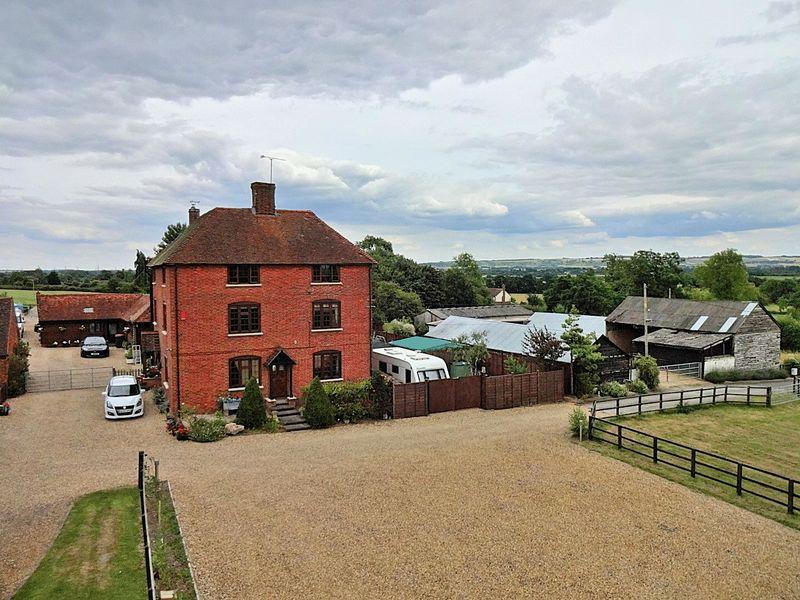 5 Bedrooms Detached House for sale in Manor Farm, Stanbridge Road, Great Billington