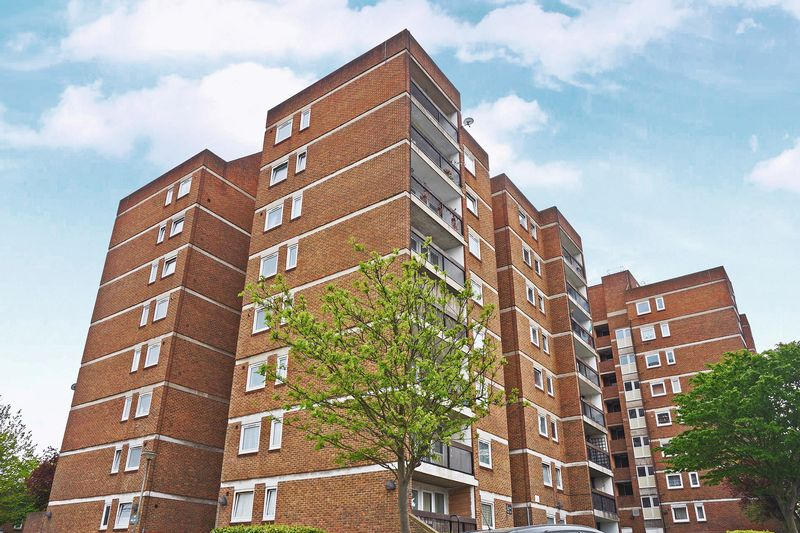 2 Bedrooms Flat for sale in Bloomfield Road, London