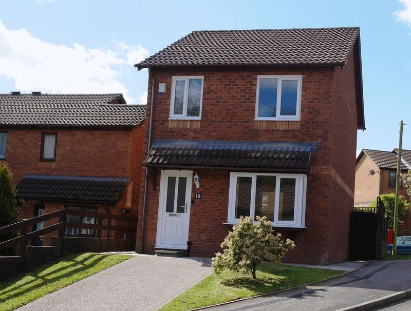3 Bedrooms Detached House for sale in Cwrt Llechau, Llanharry, CF72 9NA