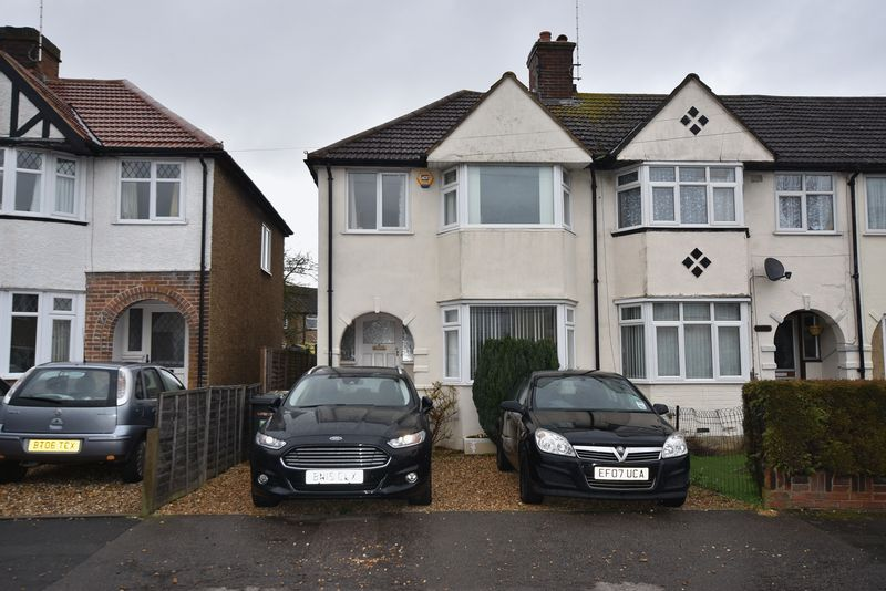 3 Bedrooms Terraced House for sale in Hurst Way, Luton