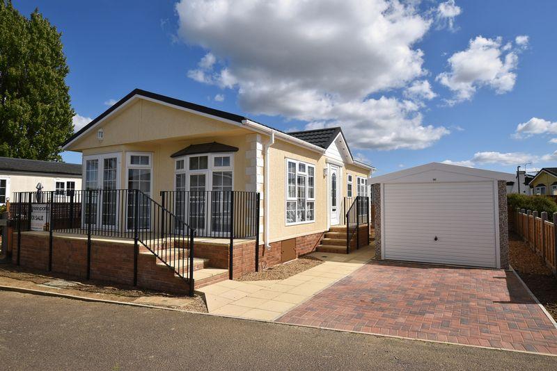 2 Bedrooms Property for sale in Briar Bank Park, Wilstead