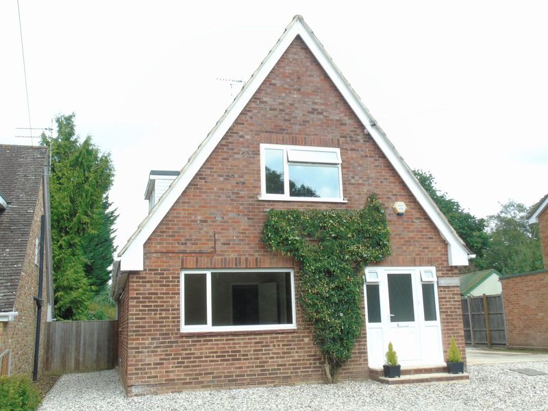 4 Bedrooms Detached House for sale in Blakes Lane, Tadley