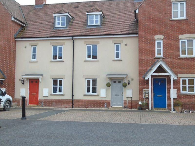 3 Bedrooms Terraced House for sale in Padworth - Viewings available Saturday 29th April - call to BOOK your time!