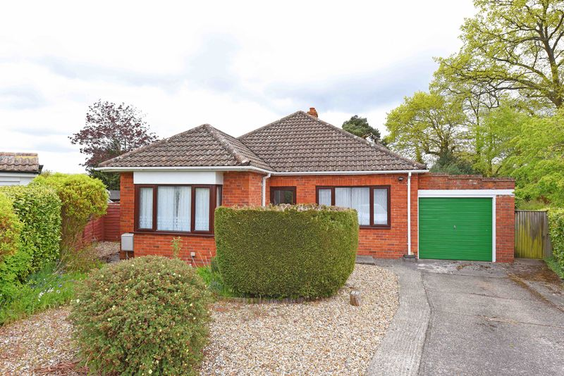 3 Bedrooms Detached Bungalow for sale in Eastlyn Road, Pamber Heath